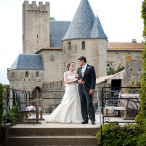 Lush-flowers-and-billowing-white-fabric-sarah-menager-deco-event-wedding-occitanie